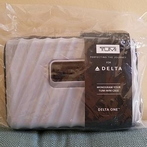 NWT DELTA 1ST TUMI Hardside Amenity Kit_Monogram!
